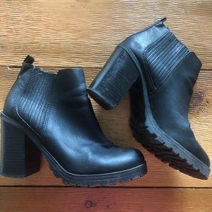 Sam and Libby black ankle boots